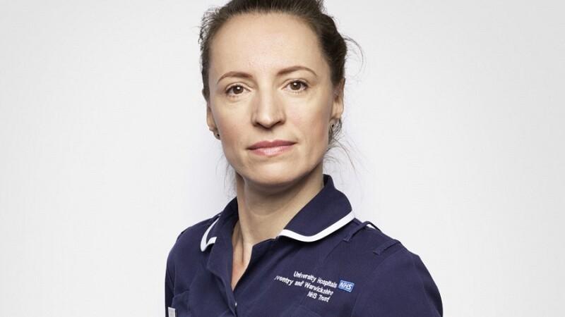 Claudia Anghel, o moașă din România a devenit imaginea Serviciului național de sănătate (NHS) din UK