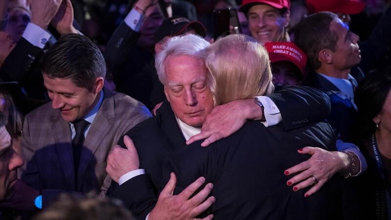 Robert si Donald Trump