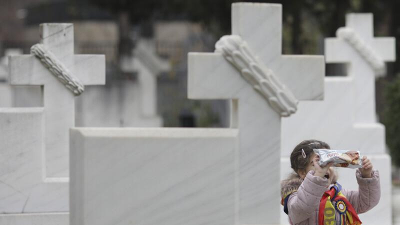 Caz șocant într-un cimitir din Botoșani. Copil strivit de un monument funerar