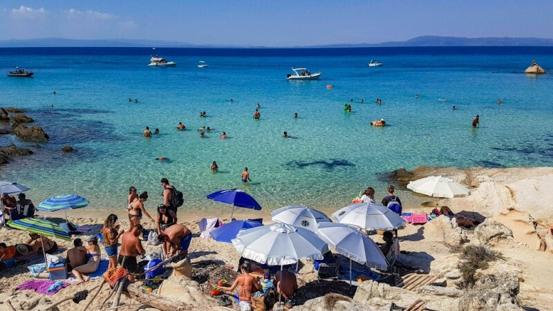Românii, pe primul loc în topul turiștilor din Grecia infectați cu Covid-19