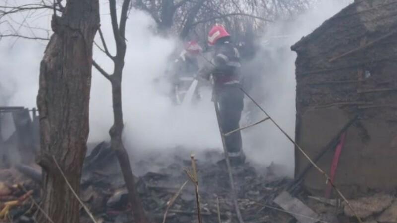 Au ajuns la spital și și-au dat foc la casă după ce au verificat o butelie cu bricheta