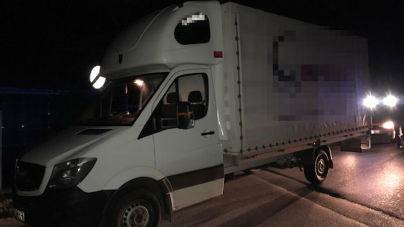 Român arestat în Austria după ce a fost prins cu un camion plin de migranți. Câți bani a încasat