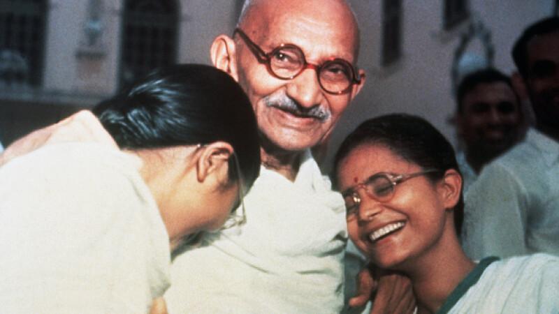 Suma incredibilă cu care au fost vânduți la licitație ochelarii lui Gandhi. Cum arată. FOTO