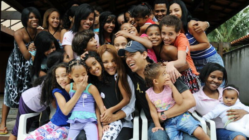 O deputată din Brazilia, care a adoptat 50 de copii, acuzată de asasinarea soţului