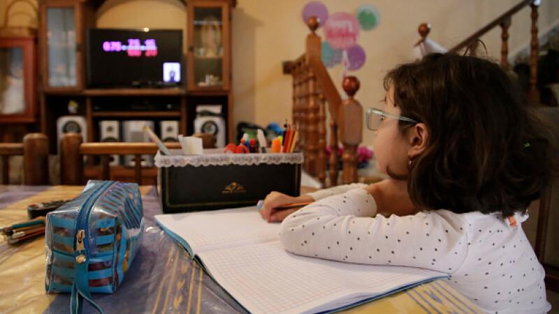 Țara în care școala a început la televizor. Cum se desfășoară cursurile. GALERIE FOTO - 8