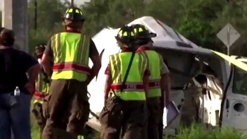 Tragedie în SUA. Zece migranţi au murit, iar 20 au fost răniţi după ce camioneta în care se aflau s-a răsturnat