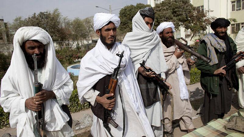 Șeful armatei britanice: Talibanii sunt de fapt ţărani, este foarte posibil ca acești talibani să fie mai rezonabili