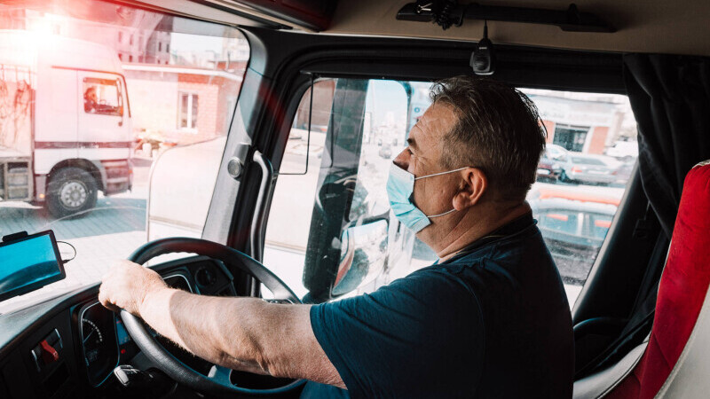 Un șofer de TIR din Vaslui și-a infectat toată familia, fără să bănuiască, Soția lui a murit de COVID