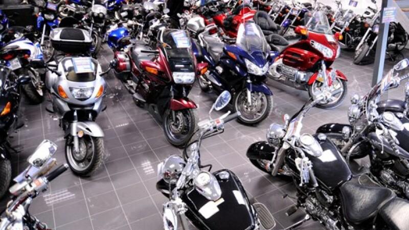 Criza loveste in masini! Se poarta mopedele