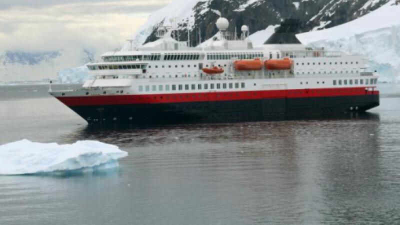 Nava a esuat in apele Antarcticii