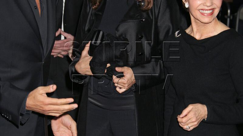 "George Clooney, cu mama si iubita la premiera filmului ""Up In The Air""!"