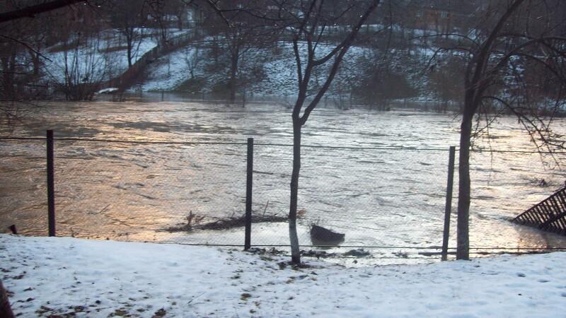 Incheiem anul cu inundatii! Alba si Baia Mare sub ape