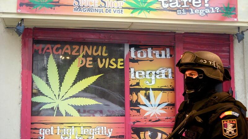 Spice shop cu politist. Magazin de etnobotanice