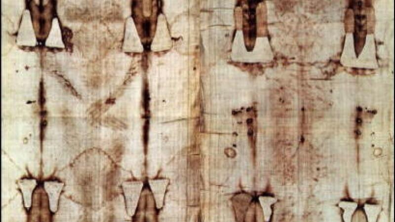 A fost Iisus rastignit cu mainile deasupra capului? Indiciile cumplite oferite oamenilor de stiinta de Giulgiul din Torino