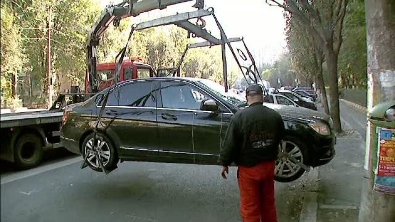Ridicarea masinilor se face doar daca acestea incurca traficul - lege adoptata tacit de Senat