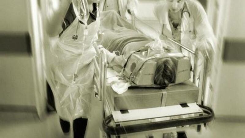 Ancheta la Spitalul Targu Jiu. Un barbat a murit dupa ce a cazut de pe targa cu care era transportat