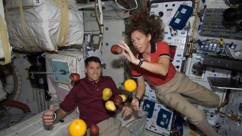 astronauti, fructe, statia spatiala internationala