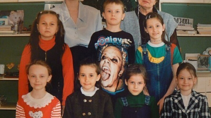 POZA ZILEI. Vestimentatia unui elev a transformat o poza de clasa intr-un moment amuzant. FOTO