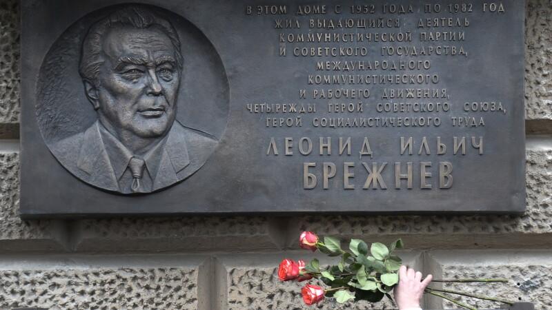 placa dedicata memoriei lui Brejnev