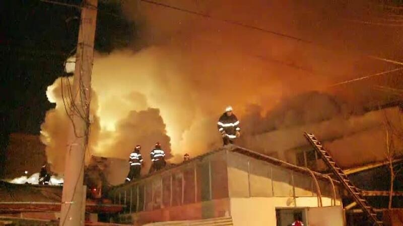 Incendiu puternic in Piata Rahova