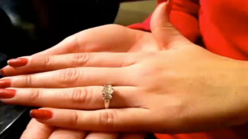S-a logodit cu un barbat care ar putea sa ii fie bunic.