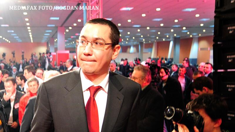 Victor Ponta isi musca buza de jos un reporter ii face poza