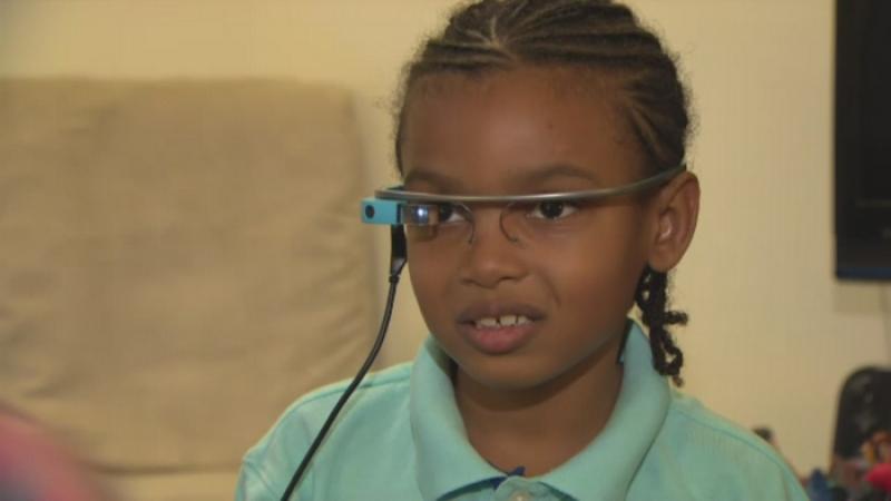 Ochelarii inteligenti care ii pot ajuta pe copiii autisti sa se adapteze la mediul inconjurator. Cum functioneaza