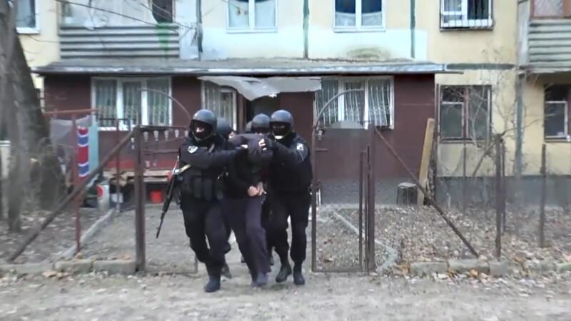 De ce au ajuns agentii FBI sa ia cu asalt un apartament de bloc din Moldova. VIDEO