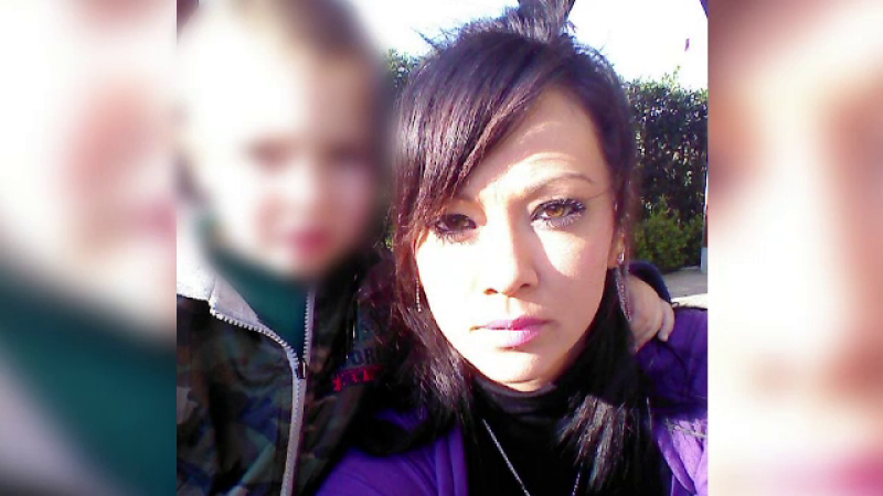 Crima in Italia. Suparat ca a fost parasit, un barbat si-a impuscat sotia romanca si pe fiul lor de 5 ani, apoi s-a sinucis