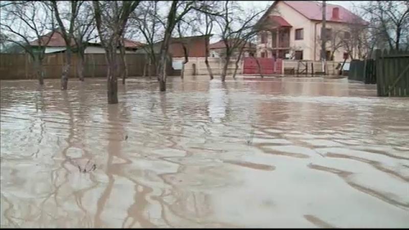 Cod galben de inundatii in 11 judete pana sambata dupa-amiaza. HARTA zonelor afectate
