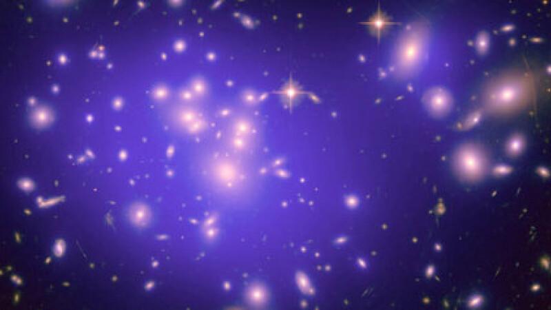 Un semnal misterios care ar putea sa ateste existenta materiei intunecate, descoperit de cercetatori