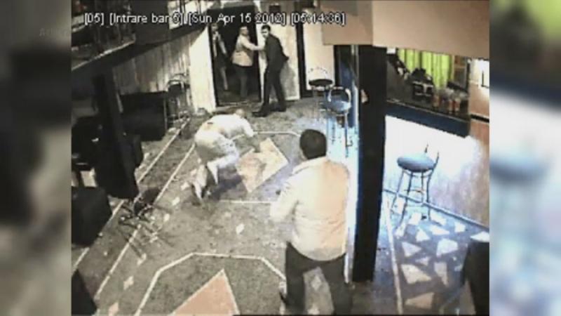 Bataie FILMATA intr-un restaurant din Mangalia. Presupusii membri ai unui clan interlop au atacat un grup de tineri