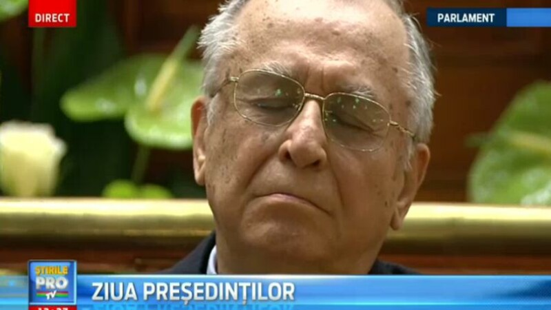 Ion Iliescu a adormit in timpul discursului sustinut de Klaus Iohannis