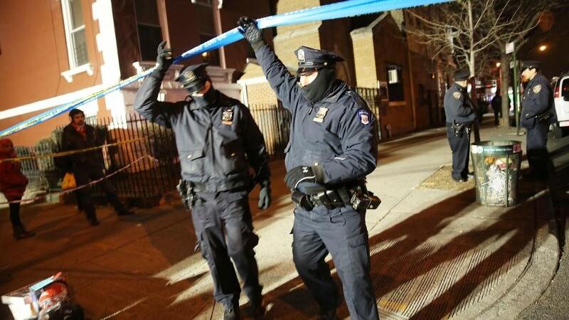 Barbatul care a asasinat doi politisti in New York si-a premeditat crima. Ce mesaje violente a publicat inainte de atac