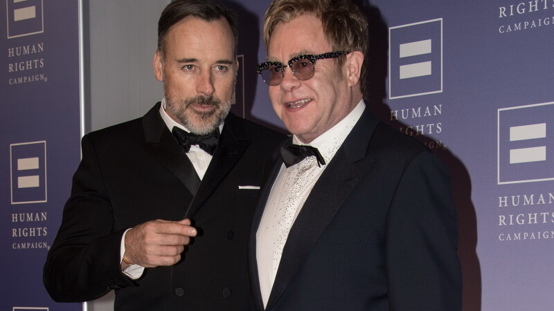 Elton John si David Furnish s-au casatorit civil la resedinta lor din Windsor: