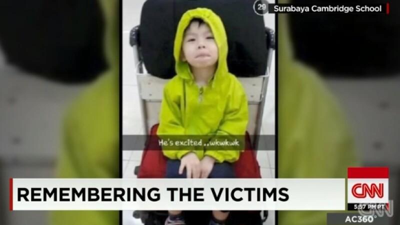 Imagini cu pasagerii avionului AirAsia inainte de tragedie, prezentate intr-un material special de CNN. VIDEO emotionant