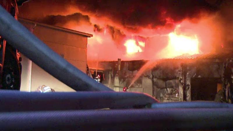 Incendiu de proportii la cea mai mare fabrica de mezeluri din Arges. 35 de angajati erau inauntru cand a izbucnit focul