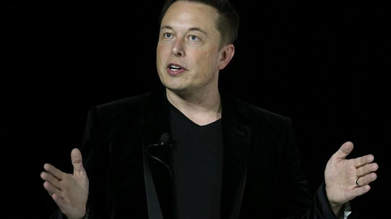 """Elon Musk a șters paginile de Facebook SpaceX și Tesla, după un mesaj pe Twitter: """"Ai curaj?"""""""