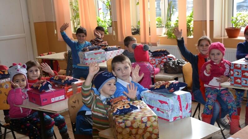 Peste 7.000 de copii din familii cu posibilitati limitate au fost vizitati si in acest an de Mos Craciun