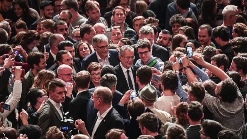 Austria respira usurata dupa ce pro-europeanul der Bellen a castigat alegerile: \