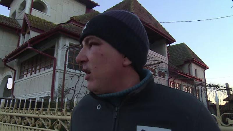 Doi barbati din Dambovita au fost batuti, dupa ce au refuzat sa cumpere bautura pentu agresorii lor. Incidentul a fost filmat