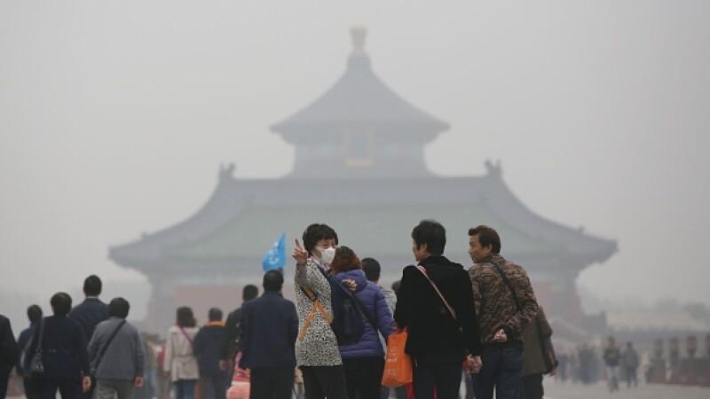 Cod rosu de alerta la Beijing din cauza poluarii, a doua oara in istorie. Masurile luate de municipalitate. FOTO