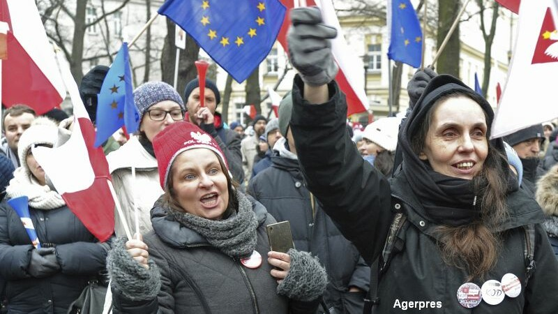 Criza in Polonia: presedintele se intalneste cu liderii partidelor parlamentare. Proteste in fata Curtii Constitutionale