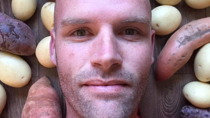 Un australian a mancat timp de 1 an de zile numai cartofi, ca sa incerce sa slabeasca. Cum arata acum Andrew Taylor. VIDEO