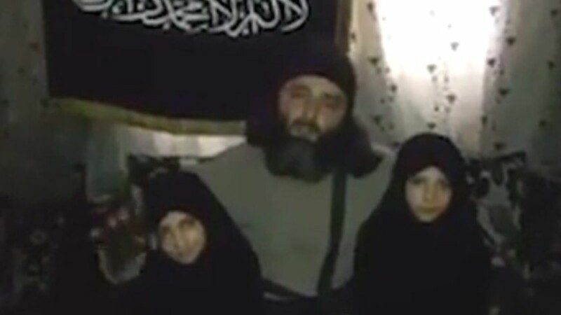 Jihadistul care si-a obligat fiica de 7 ani sa se detoneze intr-un atac terorist a fost ucis. Ce le invata pe fetele sale