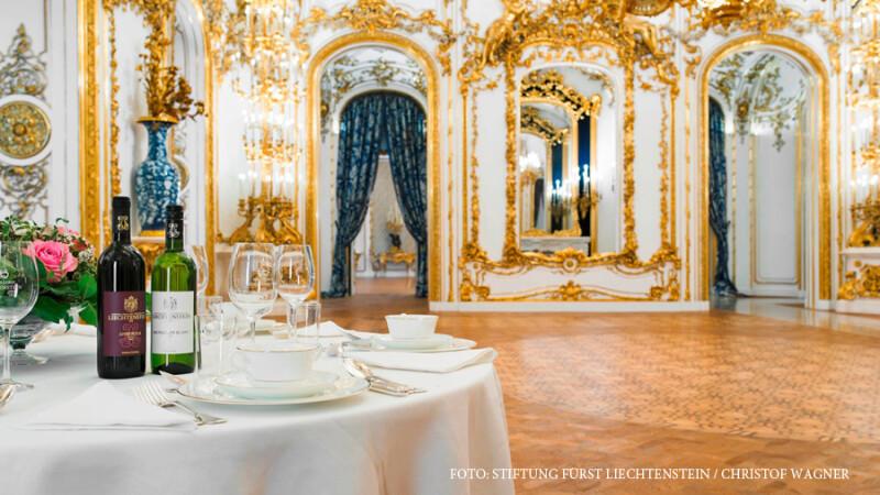 Sute de romani au fost pacaliti cu un revelion de vis intr-un palat din Viena.