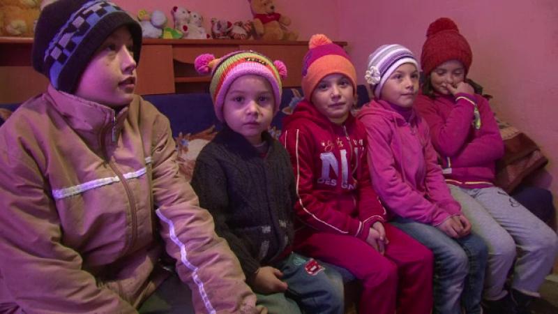 Impresionati de povestea sotilor din Botosani care isi cresc cei 10 copii, mai multi taximetristi le-au sarit in ajutor