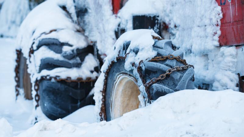 tractor în zăpadă