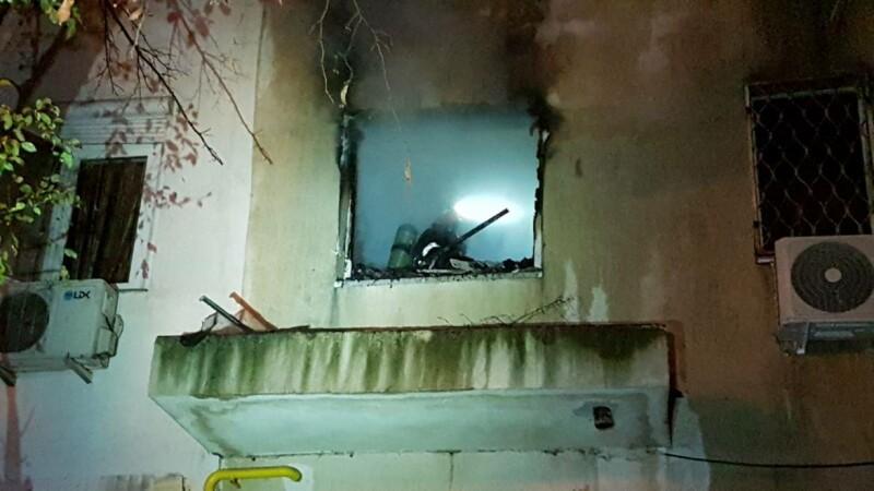 Cinci oameni intoxicați cu fum după un incendiu izbucnit într-un bloc din Constanța. VIDEO