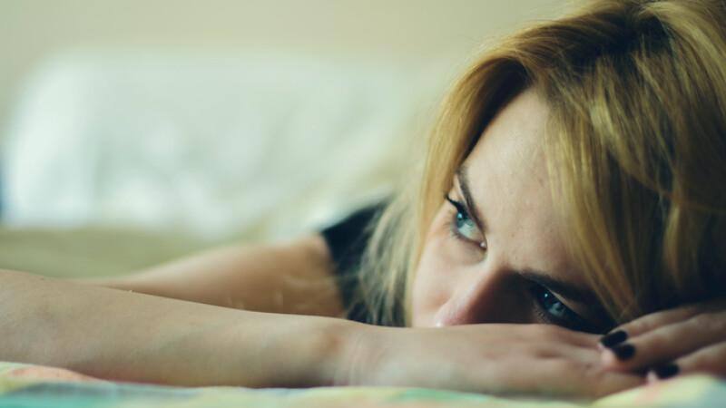 adolescentă deprimată